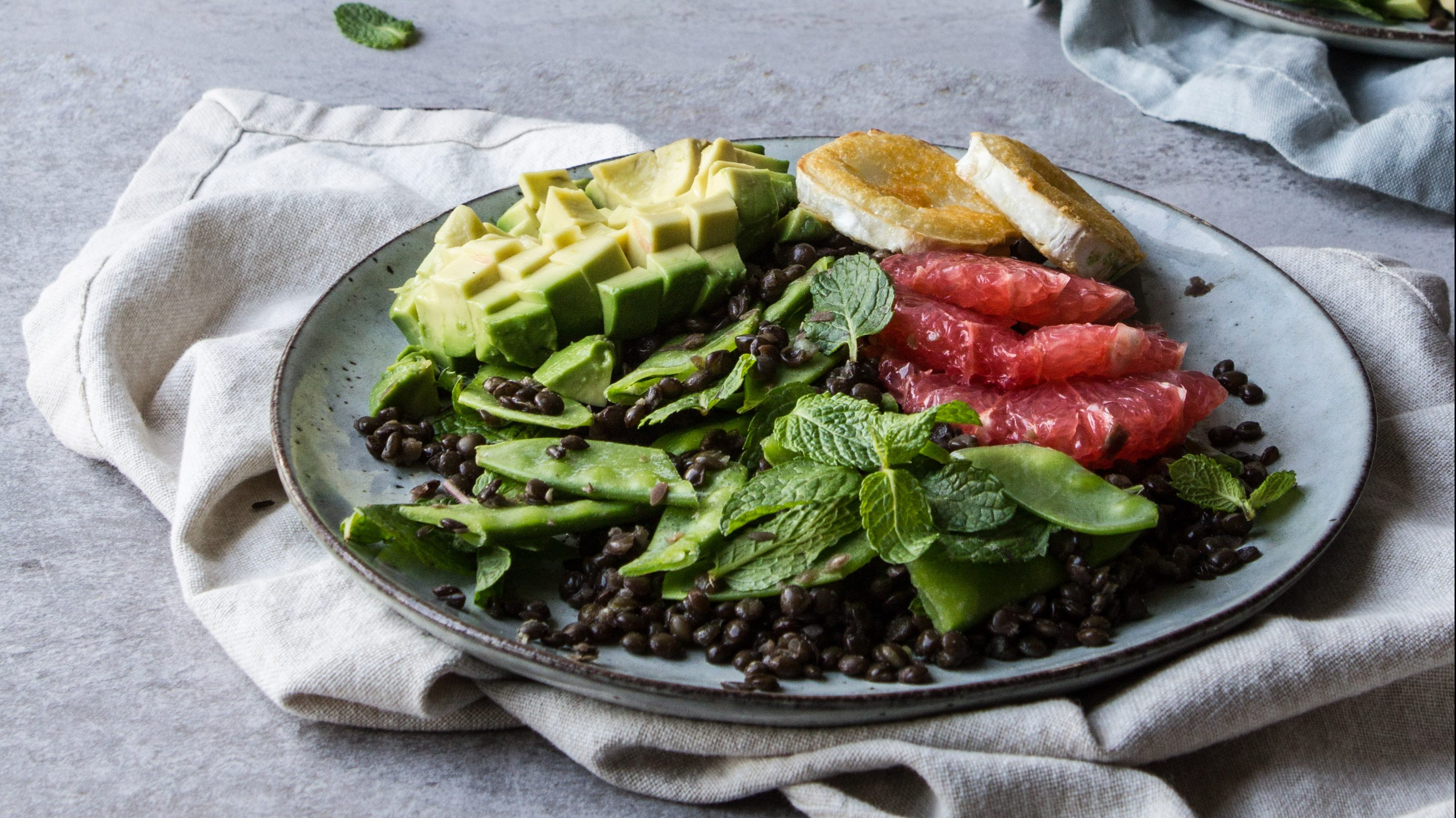 Lentil salad with avocado, grapefruit and gat cheese